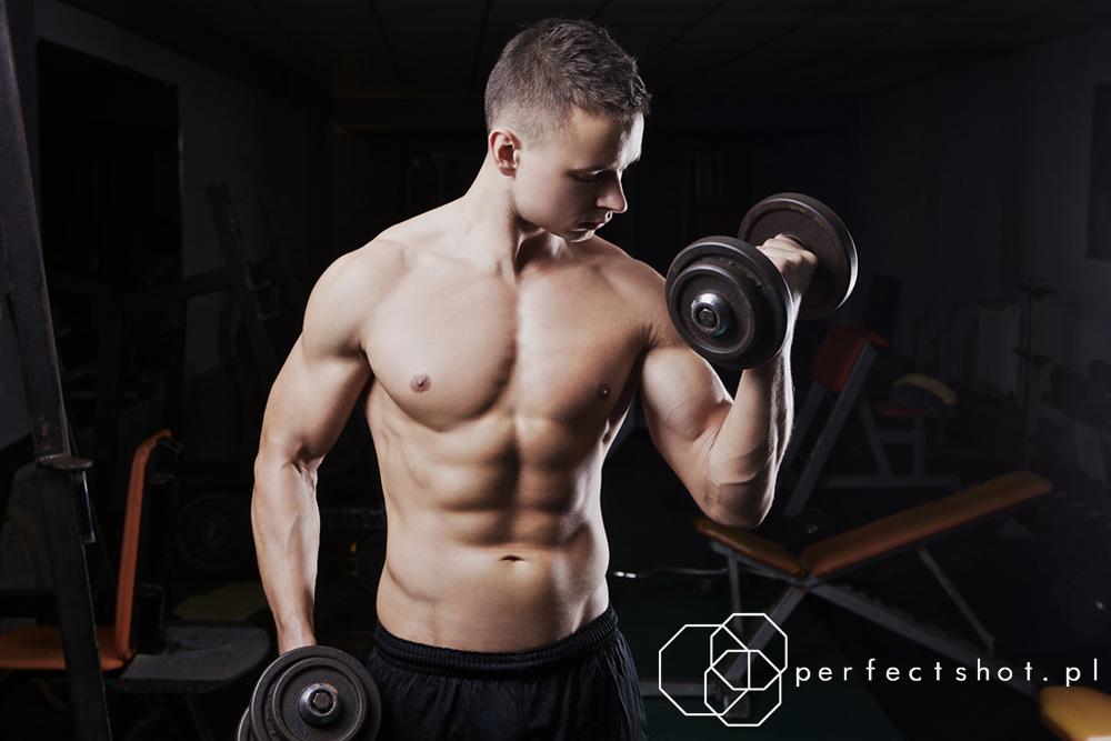 trening na siłowni sesja trenera personalnego